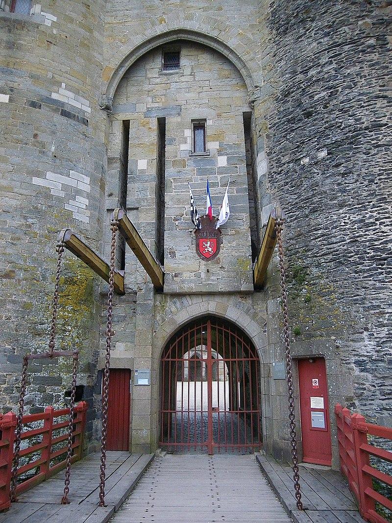 Entrée du chateau de vitré - panoramio (1).jpg