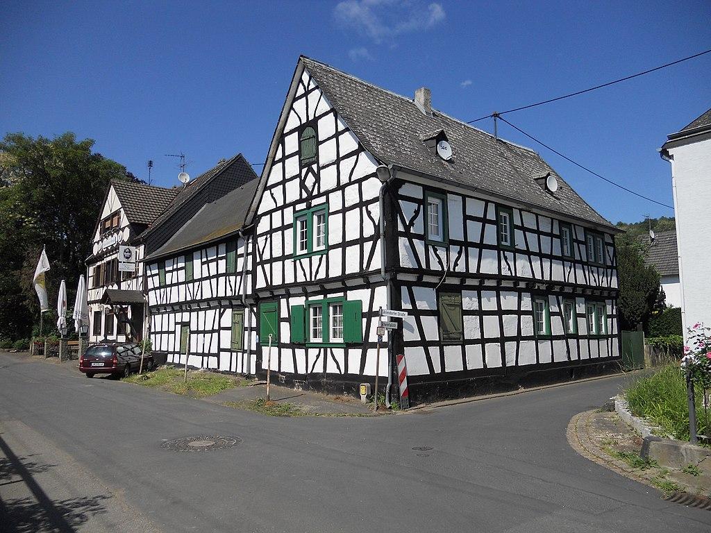 Datei fachwerk gasthaus ariendorf jpg wikipedia for Fachwerk wikipedia