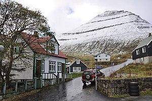 Slættaratindur - Slættaratindur seen from the streets of Funningur