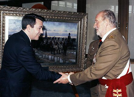 H.M. King Juan Carlos congratulating Ferrer-Dalmau in 2010 for his work to commemorate the III Centenary of the creation of the Arma de Ingenieros (Museum of the Engineers Academy, Madrid). Ferrer dalmau con SM el Rey.jpg