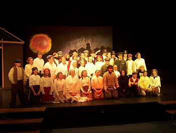English: Fiddler Cast Picture 2003