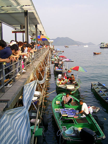File:Fishmongers in Sai Kung 2.JPG