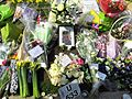 Flowers for the Westminster Attack Parliament Square, 27 March 2017 (33301116090).jpg