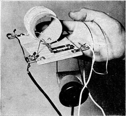 """Foxhole radio"" used on the Italian Front in World War 2. It uses a pencil lead attached to a safety pin pressing against a razor blade for a detector. Foxhole radio from WW2.jpg"
