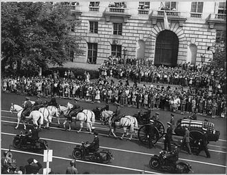 State funerals in the United States - On April 14, 1945, a horse-drawn caissons transported the casket on Franklin D. Roosevelt on Pennsylvania Avenue enroute to Washington Union Station.