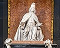 Frari (Venice) nave left - Monument to Doge Giovanni Pesaro - Statue of the Doge.jpg