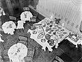 Gedekte tafels bij een buffet met hors d'oeuvres in het restaurant Astoria in Am, Bestanddeelnr 252-0403.jpg