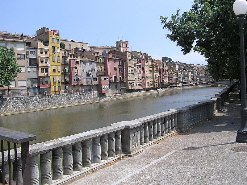 File:Girona river-street.jpeg