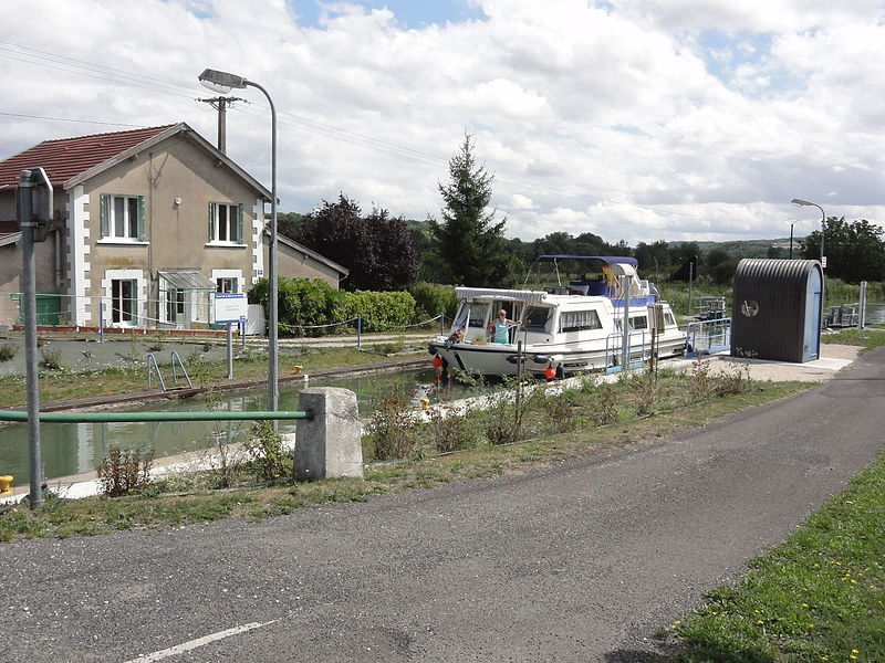 Givrauval (Meuse) Canal de la Marne au Rhin, écluse