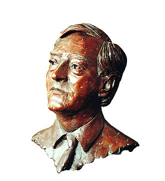 Godfrey Macdonald, 8th Baron Macdonald - Godfrey James Macdonald, 8th Baron Macdonald bronze bust by sculptor Laurence Broderick.