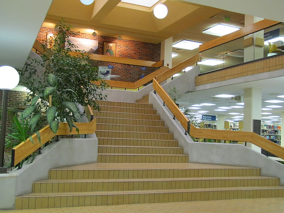 Golden Library at Eastern New Mexico University