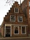 foto van Huis met trapgevel met ontlastingsbogen en ankers