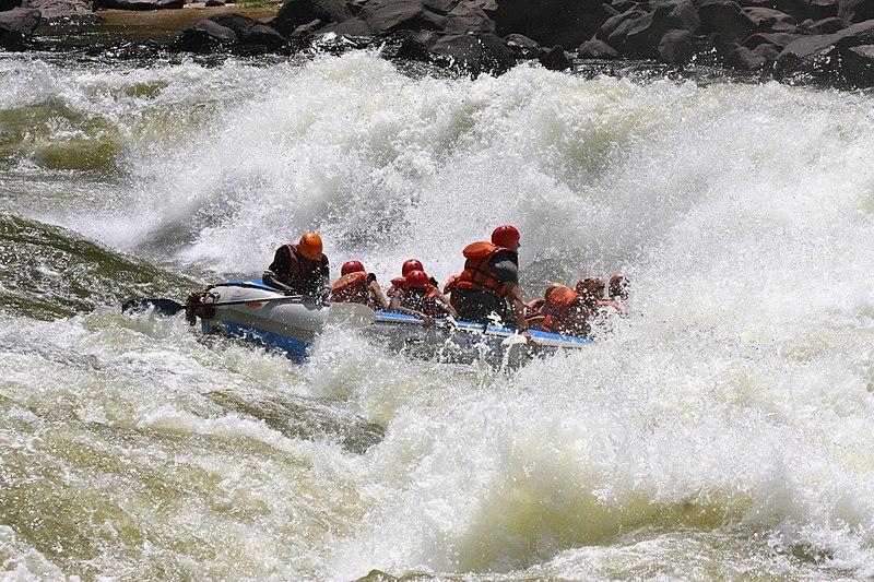 File:Grade 5 Rafting op de Zambezi Rivier! (6573890261).jpg