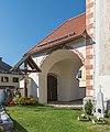 Grafenstein Sankt Peter Pfarrkirche Hll Petrus und Paulus Kruzifix und Vorhalle 21092015 7674.jpg