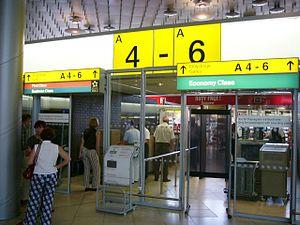 Gate (airport) - Image: HAJ Zugang Flugsteige