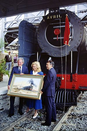 David Shepherd (artist) - Shepherd (left) and his wife Avril receiving 15F 3052 named Avril, 1991