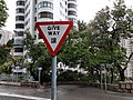 HK ML 半山區 Mid-levels 梅道 May Road February 2020 SS2 sign Give way.jpg