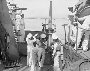 QF 12 pounder 18 cwt naval gun - Image: HMS Agamemnon 12 pounder gun crew Salonika 1916 IWM Q 31978