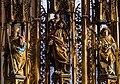 Hallstatt kath. Kirche Marienaltar Gesprenge 02.jpg