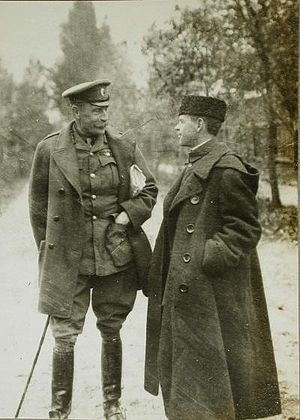 John Hanbury-Williams - John Hanbury-Williams with The Times correspondent Stanley Washburn. Russia, October 1914