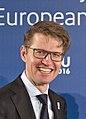 Handshake minister Sander Dekker (24616000166) (cropped).jpg