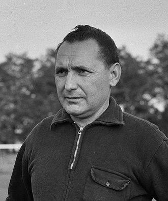 Heinrich Müller (footballer, born 1909) - Image: Heinrich Müller (1956)