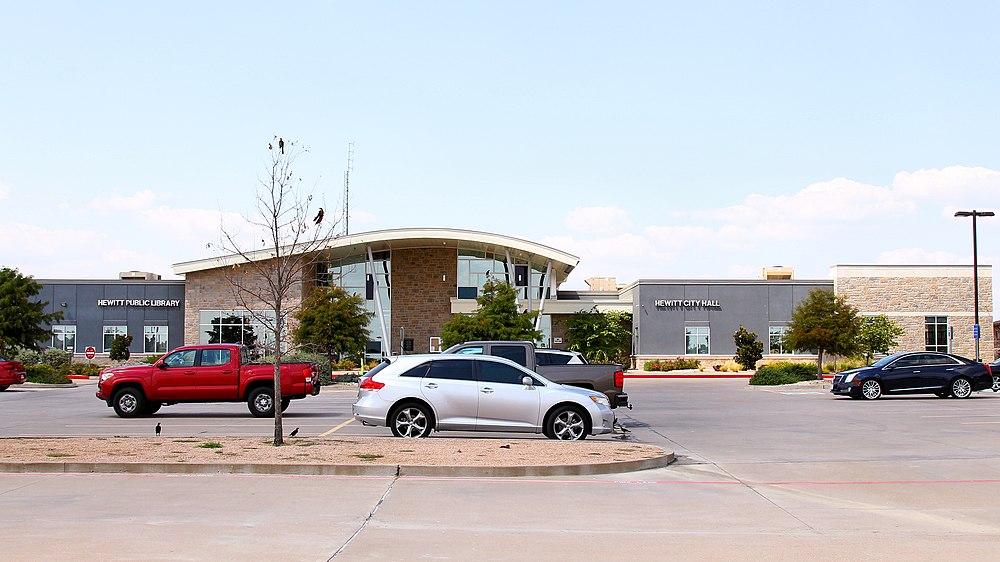 The population density of Hewitt in Texas is 615.15 people per square kilometer (1592.67 / sq mi)