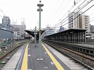 Higashi-fuchū Station - Tracks and platforms of Higashi-Fuchū Station, April 2007