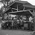 Hindostanen bij de markthal bij Station Lelydorp in Suriname.jpg
