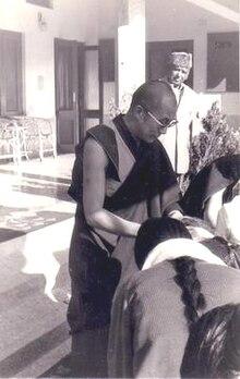 Le dalai-lama recevant des Tibétains à Dharamsala, lors du Losar, 1980.