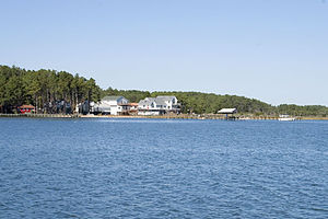 Mathews County, Virginia - Houses on Horn Harbor in Mathews County