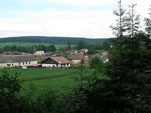 Horní Dubenky - Image: Horni Dubenky 2008 06 07 Pohled Od Hrbitova