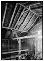 INTERIOR FRAMING - Knowles Barn, Old Concord Road, Lincoln, Middlesex County, MA HABS MASS,9-LIN,10-2.tif