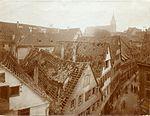 Im Ersten Weltkrieg zerstörte Häuser in der Hirschgasse nach dem Luftangriff vom 12. Oktober 1916, Foto Paul Sinner.jpg