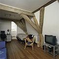 Interieur, rechter kamer met spanten - Den Ham - 20386580 - RCE.jpg