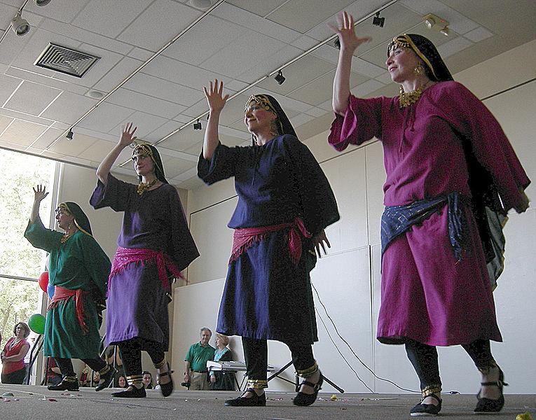 File:Iranian Festival - Seattle 2007 - Dancers 09.jpg