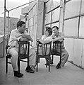 Irwin Shaw de befaamde romancier (links) bij zijn bezoek aan Israel in 1949 teza, Bestanddeelnr 255-1382.jpg