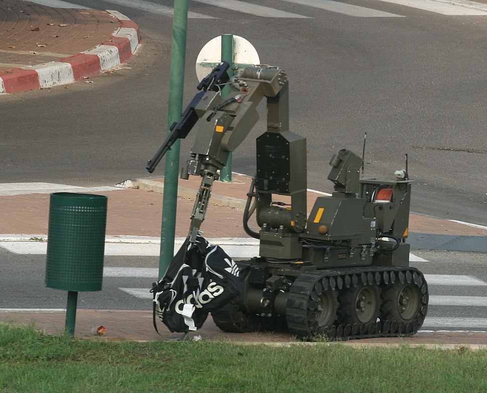 Israeli Police Bomb Disposal Robot handles potential threat