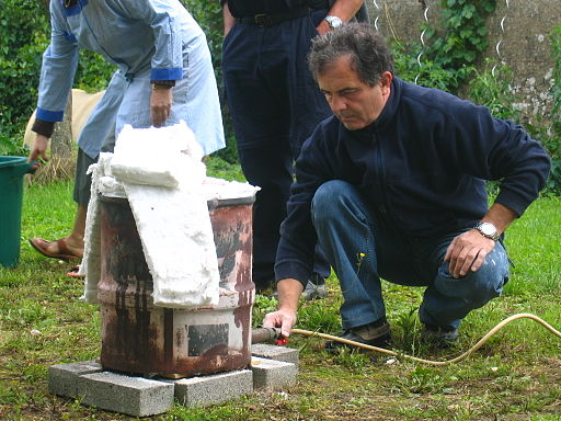 Jacques Huther during a meeting of raku
