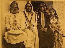Jewish religious clothing wikipedia jewish family portrait early 20th century yemen publicscrutiny Images