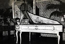 Jos van Immerseel playing the Dulcken harpsichord (Vleeshuis Museum, c.1974).jpg