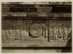 KITLV 28297 - Isidore van Kinsbergen - Relief with part of the Ramayana epic on the east side of Panataran, Kediri - 1867-02-1867-06.tif