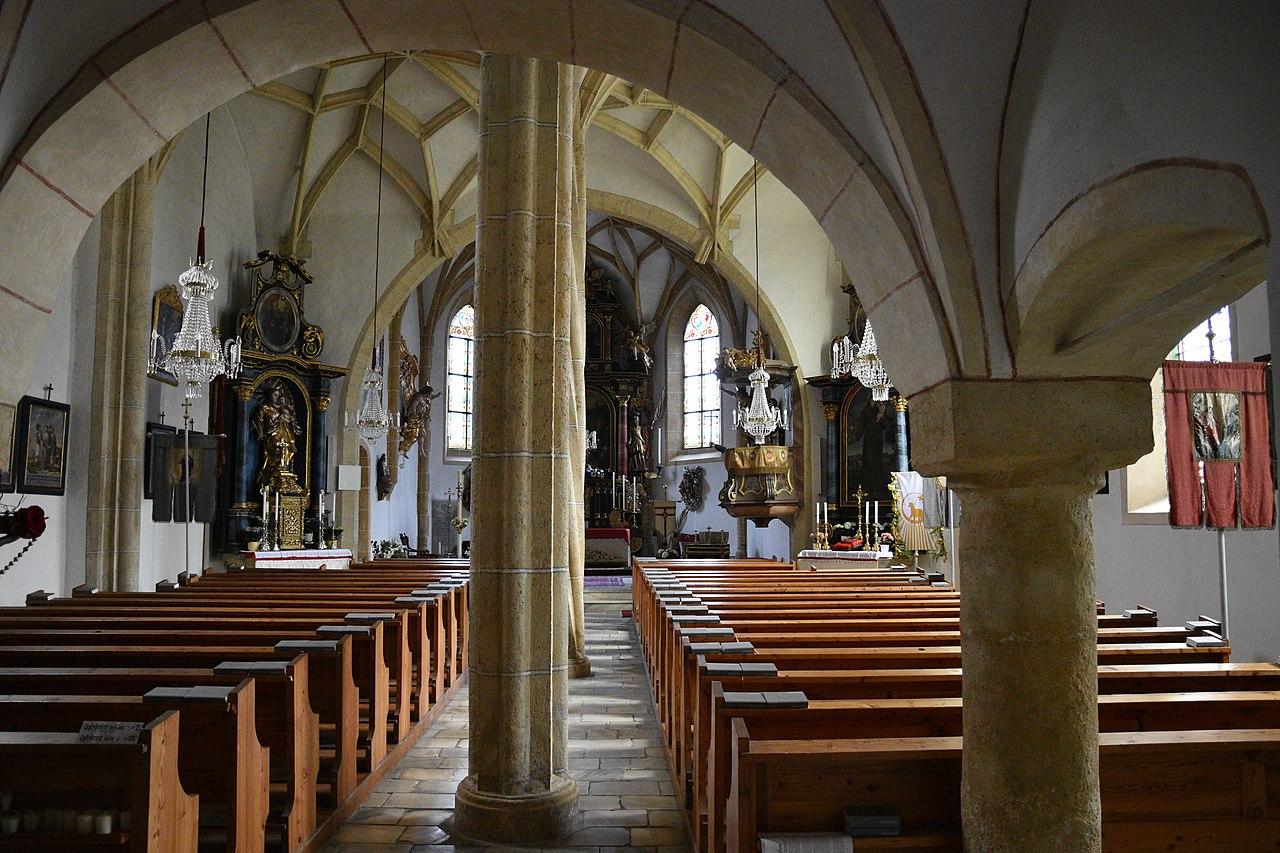1280px-Katholische_Pfarrkirche_Gaishorn_Interior_01.JPG
