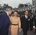 Koninginnedag, in tuin Paleis Soestdijk Prinses Irene met Prins Hughes Charles, Bestanddeelnr 254-8089.jpg