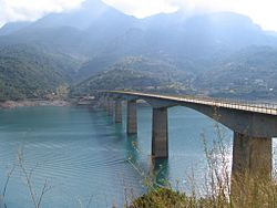 Kremasta Lake bridge.jpg