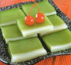 Indonesian cake made mainly of glutinous rice ...