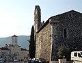 L'église et la mairie au fond.JPG