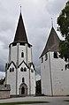 Lärbro kyrka och kastal, Gotland.jpg