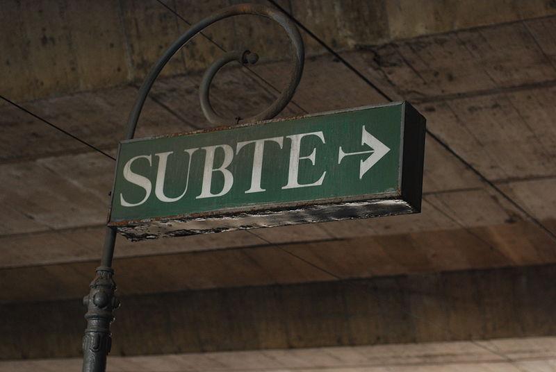 File:Línea E, cartel antiguo en la estación Varela (Buenos Aires, sptiembre 2008).jpg