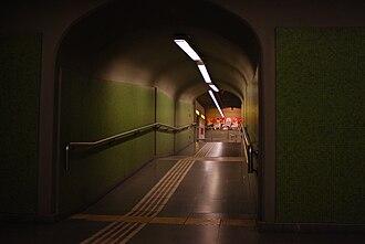 Once - 30 de Diciembre (Buenos Aires Underground) - Image: Línea H, pasillo para combinar con línea A en estación Once 02 (Buenos aires, noviembre 2008)